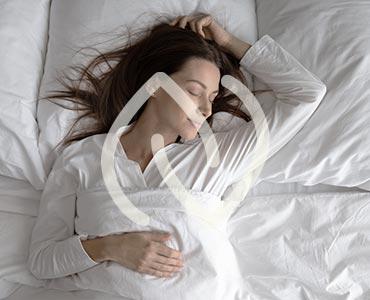 Jeune femme dormant
