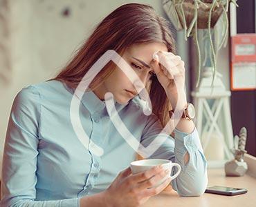 Jeune femme stressée